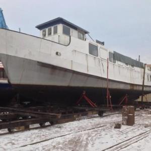 Schiff zu Beginn der Werftarbeiten.